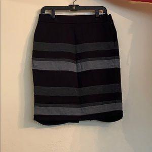 Mid pencil skirt